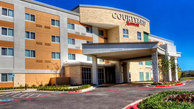 Exterior view of the Courtyard Marriot in San Marcos