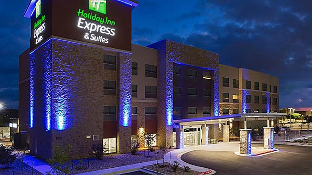Exterior view of the Holiday Inn Express in San Marcos